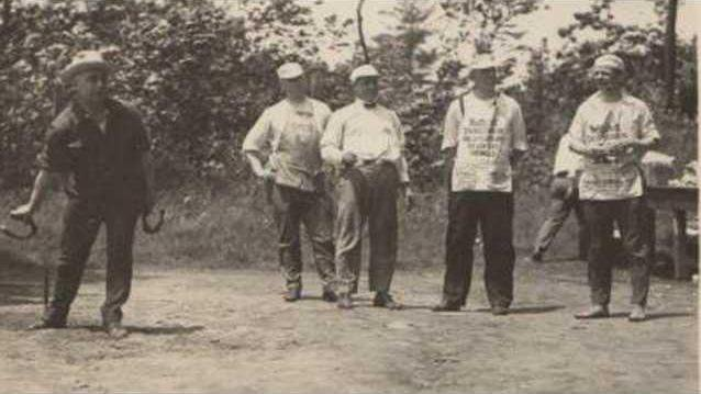 men-playing-horseshoes-competition-picnic-action-old-vintage-photo-snapshot-m107-42e0f026872552dc6cee4d13ca3ece0f