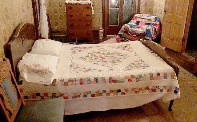 BV_Antique Bed