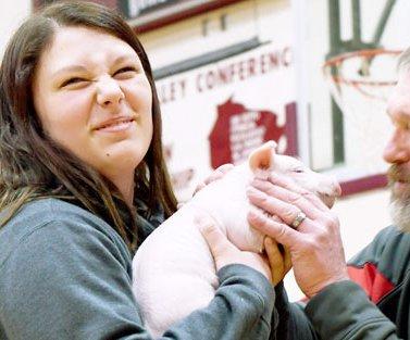 NC FFA_Pig Kissing