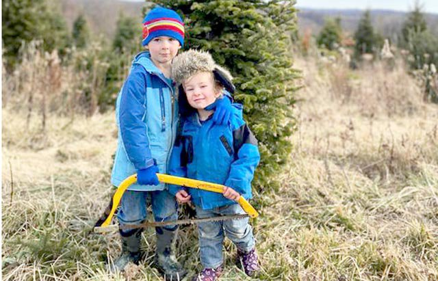 Thatcher and Waylon_2020 Christmas Tree