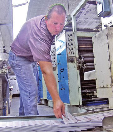 Phil Muench monitors print quality