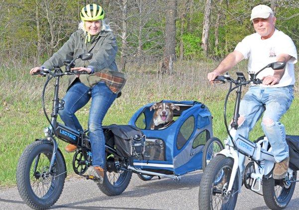 Pookie the Newshound e-biking